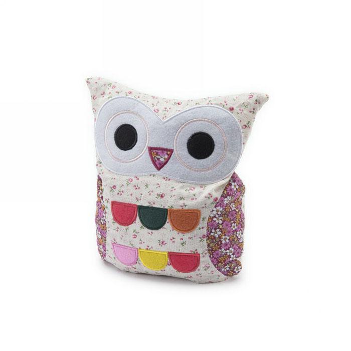 Warmies Мягкая игрушка-грелка Совенок цвет белый розовыйHOO-FLO-1Мягкая игрушка-грелка Warmies Совенок, предназначенная для тепловых процедур, обязательно поднимет настроение своему обладателю. Грелка, выполненная из текстиля в виде забавного совенка, привлечет внимание не только ребенка, но и взрослого, и сделает процесс использования грелки приятным и комфортным. Игрушка полностью безопасна - состоит из натурального наполнителя: зерен проса и сушеной лаванды. Просо удерживает тепло долгое время, а лаванда обладает успокаивающим, расслабляющим эффектом, помогает заснуть. Лечебные свойства лаванды помогают при простудных заболеваниях. Положите игрушку на 1-2 минуты в микроволновую печь, и она будет греть вас на протяжении 3-4 часов. Оригинальный стиль и великолепное качество исполнения делают эту игрушку-грелку чудесным подарком к любому празднику. Не стирать, протирать влажной тряпкой. Наполнитель: обработанные зерна проса, высушенная лаванда.
