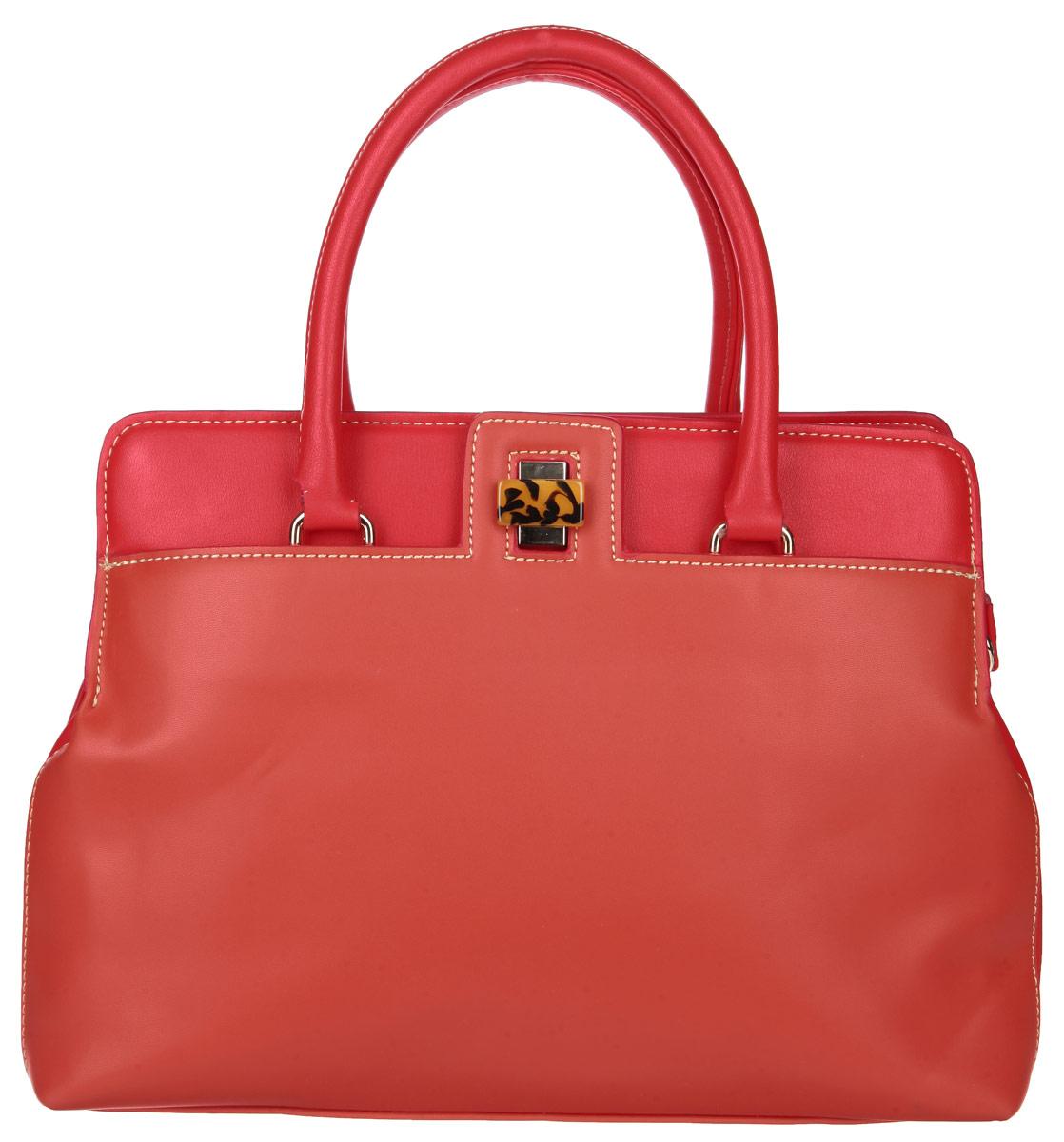 Сумка женская Bettydano, цвет: красный. L40061/40L40061/40Стильная женская сумка Bettydano выполнена из натуральной кожи, оформлена металлической фурнитурой. Изделие содержит одно отделение, которое закрывается на молнию. Внутри расположены два накладных кармашка для мелочей, карман-средник на молнии и врезной карман на молнии. На лицевой стороне расположен врезной карман, закрывающийся на замок-вертушку. Сумка оснащена удобными ручками, которые дополнены металлической фурнитурой и съемным плечевым ремнем, регулируемой длины. Дно изделия дополнено металлическими ножками. Оригинальный аксессуар позволит вам завершить образ и быть неотразимой.