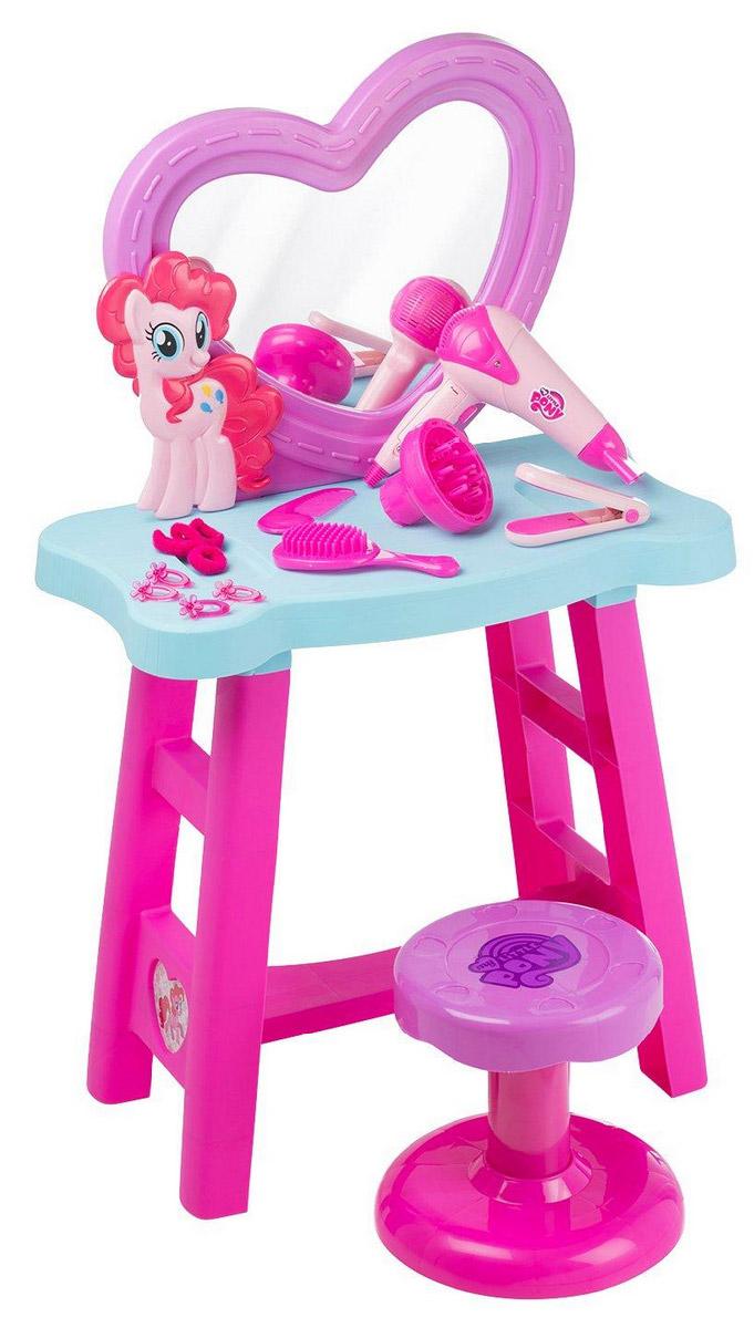 My Little Pony Туалетный столик1680807.00Туалетный столик My Little Pony. Столик оснащён множеством аксессуаров для стайлинга волос, включая фен, работающий от батареек, игрушечный выпрямитель волос, щётка и расчёска, заколки и резинки для волос. Для детей от 3-х лет.