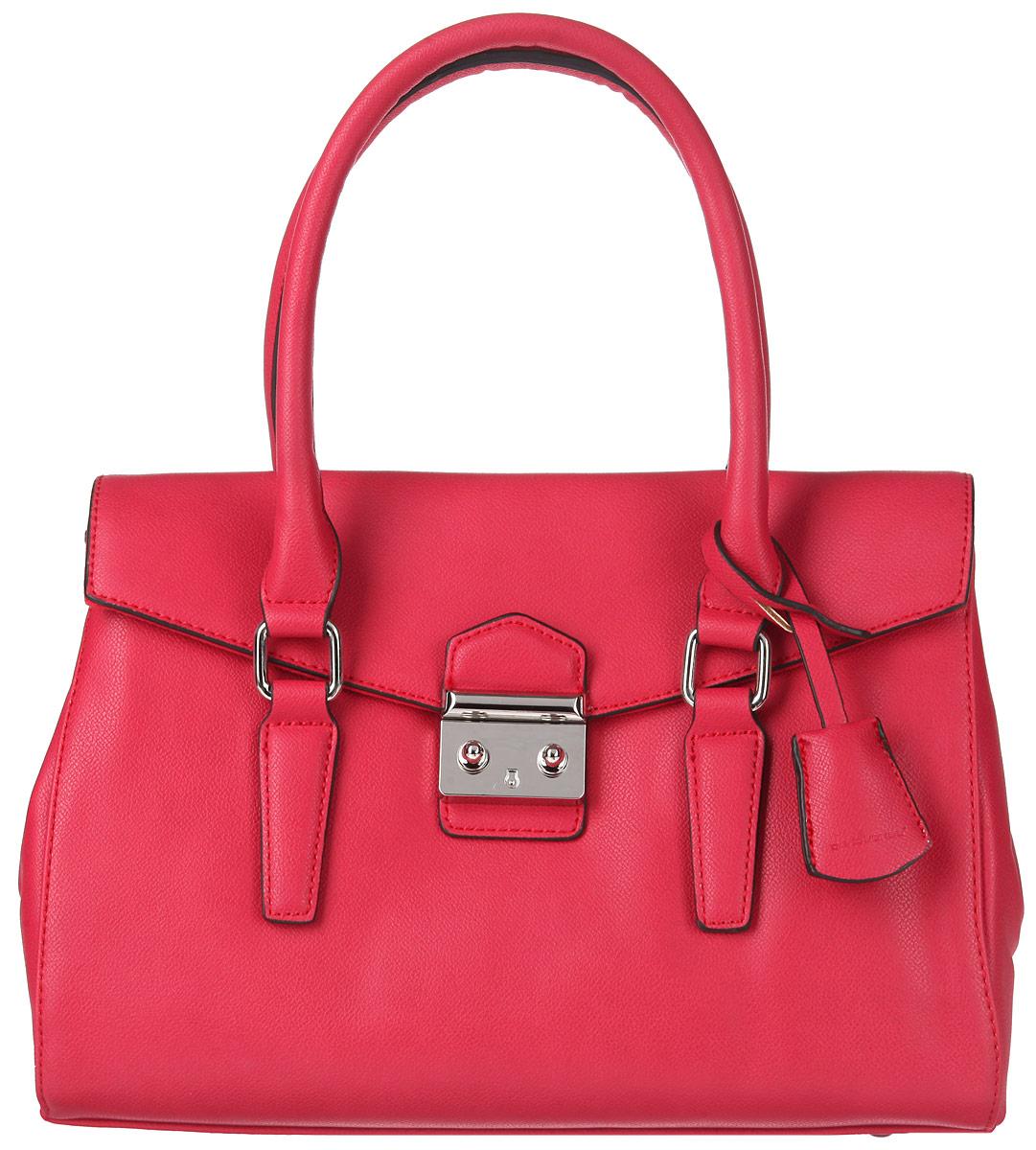 Сумка женская David Jones, цвет: красный. 5005-25005-2 REDСтильная женская сумка David Jones выполнена из искусственной кожи, оформлена металлической фурнитурой. Изделие содержит одно основное отделение, которое закрывается на застежку-молнию и дополнительно клапаном на замок-защелку. Внутри расположены два накладных кармашка для мелочей, врезной карман на молнии и карман-средник на молнии. Задняя сторона изделия дополнена накладным карманом на магнитной кнопке. Сумка оснащена съемным плечевым ремнем регулируемой длины и практичными ручками. Оригинальный аксессуар позволит вам завершить образ и быть неотразимой.