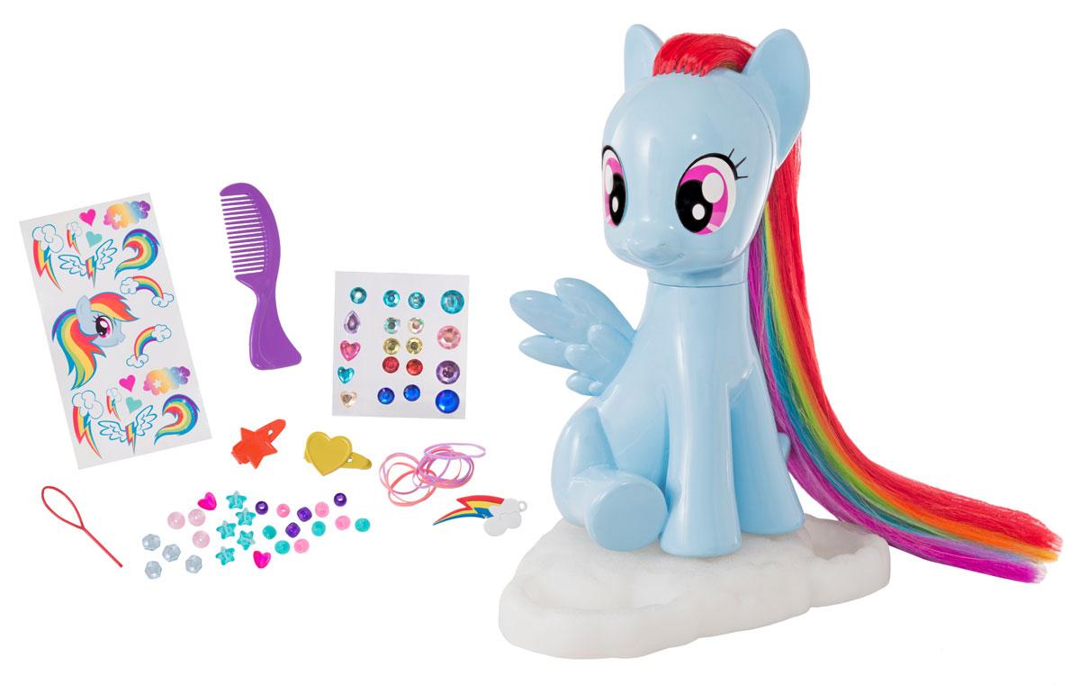 My Little Pony Фигурка Студия стиля1680808.00Пора поиграть с Рэйнбоу Дэш! Причеши её радужную гриву, создай любую причёску, используя аксессуары, которые находятся в комплекте: щётку, бусины и заколки. Игровой набор также содержит набор цветных наклеек кьюти-марк, драгоценных камней и специальную подвеску в виде кьюти-марк Рэйнбоу Дэш. Для детей от 3-х лет.