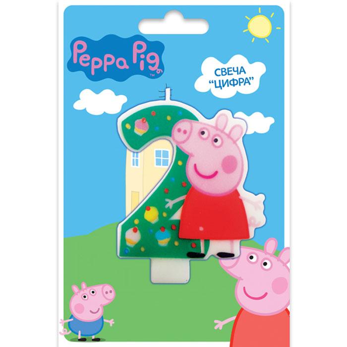Peppa Pig Фигурная свеча Цифра 229734Вашему малышу исполняется 2 годика? Это радостное событие не может обойтись без вкусного торта с красивой фигурной свечой в виде любимого персонажа. Идеальным решением может стать фигурная свеча Цифра 2 со Свинкой Пеппой. Такой сказочный подарок приведет малютку в искренний восторг и поможет организовать веселую игру с задуванием яркого огонька. А ведь это очень полезно для развития дыхательной системы и всего организма ребенка. Фигурная свеча Цифра 2 ТМ Peppa Pig с нанесенным рисунком имеет высоту 8 см, изготовлена из стеарина. Срок годности – 5 лет.