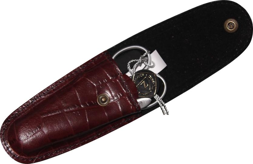Zinger Маникюрный набор zMs Z-3 SM-SF14646Ман. набор 3 предмета (ножницы кутикульные, пилка алмазная , пинцет). Чехол натуральная кожа. Цвет инструментов - матовое серебро. Оригинальня фирменная коробка
