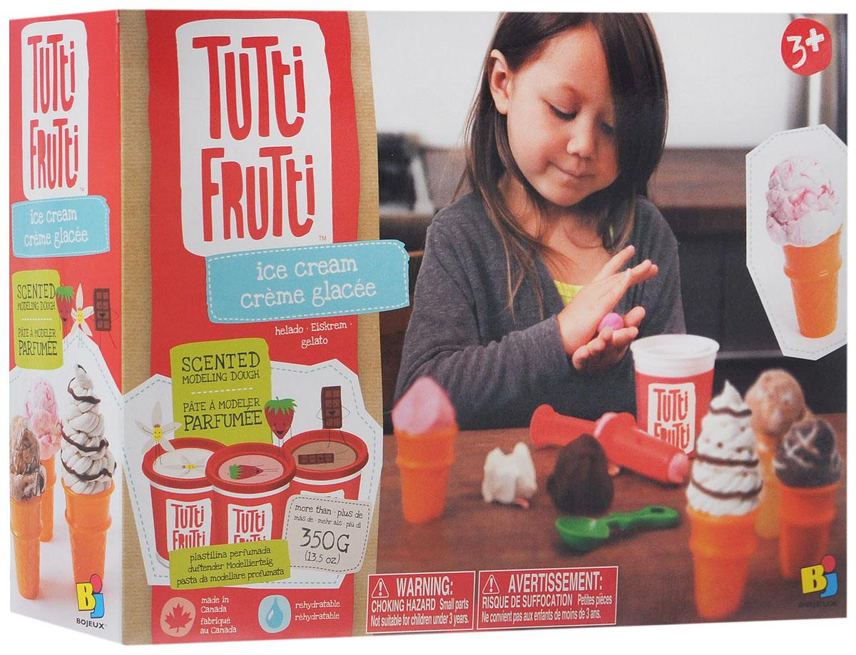 Набор для лепки Bojeux Мороженое, 8 предметов14807Набор Bojeux Мороженое предназначен для лепки и моделирования. Тесто для лепки Tutti Frutti обладает отличными пластичными свойствами, быстро размягчается, хорошо держит форму и не липнет к рукам. Легко отмывается с рук и отстирывается от одежды. Оно изготовлено из натуральных компонентов (мука, вода, соль) с добавлением пищевых красителей и ароматизаторов и не принесет вреда здоровью малыша, если он захочет попробовать получившийся шедевр на вкус. В набор входят три баночки с разноцветным ароматизированным тестом для лепки, пластиковые стаканчики для мороженого, шприц с насадками и ложка для создания шариков мороженого. С помощью наборы малыш сможет создавать уникальные десерты и украшать их! Занятия лепкой помогут ребенку развить творческие способности, воображение и мелкую моторику рук, а так же подарят ему положительные эмоции и хорошее настроение.