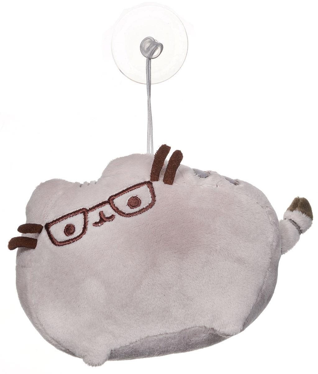 Gund Мягкая игрушка Кот Pusheen в очках 16 см4048899Мягкая игрушка Gund Кот Pusheen в очках отличаются реалистичным внешним видом, напоминающим настоящего питомца. Только посмотрите на эту милую мордашку, которая так приветливо смотрит на вас. Разве можно устоять перед её обаянием? Конечно, нет, да и не нужно! Игрушка снабжена присоской, с помощью которой ее можно зафиксировать на любой ровной поверхности. Такая игрушка вызывает умиление не только у детей , но и у взрослых. Поэтому она станет отличным подарком для любого возраста!