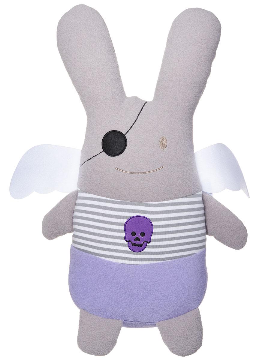 Trousselier Мягкая игрушка Кролик-ангел Пират 50 смV70030 01Мягкая игрушка Trousselier Кролик-ангел: Пират никого не оставит равнодушным и обязательно вызовет улыбку у всех, кто ее увидит. Изделие изготовлено из приятных на ощупь и очень мягких материалов. Игрушка выполнена в виде забавного кролика с ангельскими крылышками в образе морского пирата. Правый глаз кролика закрыт черной повязкой, а на тельняшке красуется фиолетовый череп. Мягкая игрушка Trousselier Кролик-ангел: Пират станет отличным подарком для ребенка!