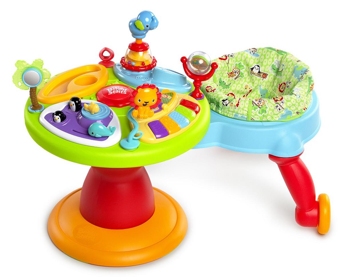 Bright Starts Игровой развивающий центр Зоопарк 360°60368Игровой развивающий центр Bright Starts Зоопарк 360° это яркий и красочный, удобный и многофункциональный игровой комплекс, который подарит массу положительных эмоций вашему малышу. Игровой развивающий центр Зоопарк совмещает в себе игровой развивающий столик и ходунки. Сиденье поворачивается на 360°, позволяя ребенку сначала неуверенно топать вокруг игрового столика, а потом и резво бегать, и даже кататься, приподняв ножки. Принцип игры таков - ребенок, перебирая ножками, приводит в действия колесики бегунка, и тот двигается вокруг столика. Малышу нравится подобная самостоятельность, он путешествует вокруг развивающего столика и с интересом играет музыкальной панелью. В детском развивающем центре имеется специальный сектор пианино, который имеет возможность работы в нескольких режимах: различные звуки, мелодии и пианино. Клавиши пианино подсвечиваются. Игровой сектор позволит играть с бусинками, грызунами, большим жирафом, веселыми выпрыгивающими пингвинами, с...