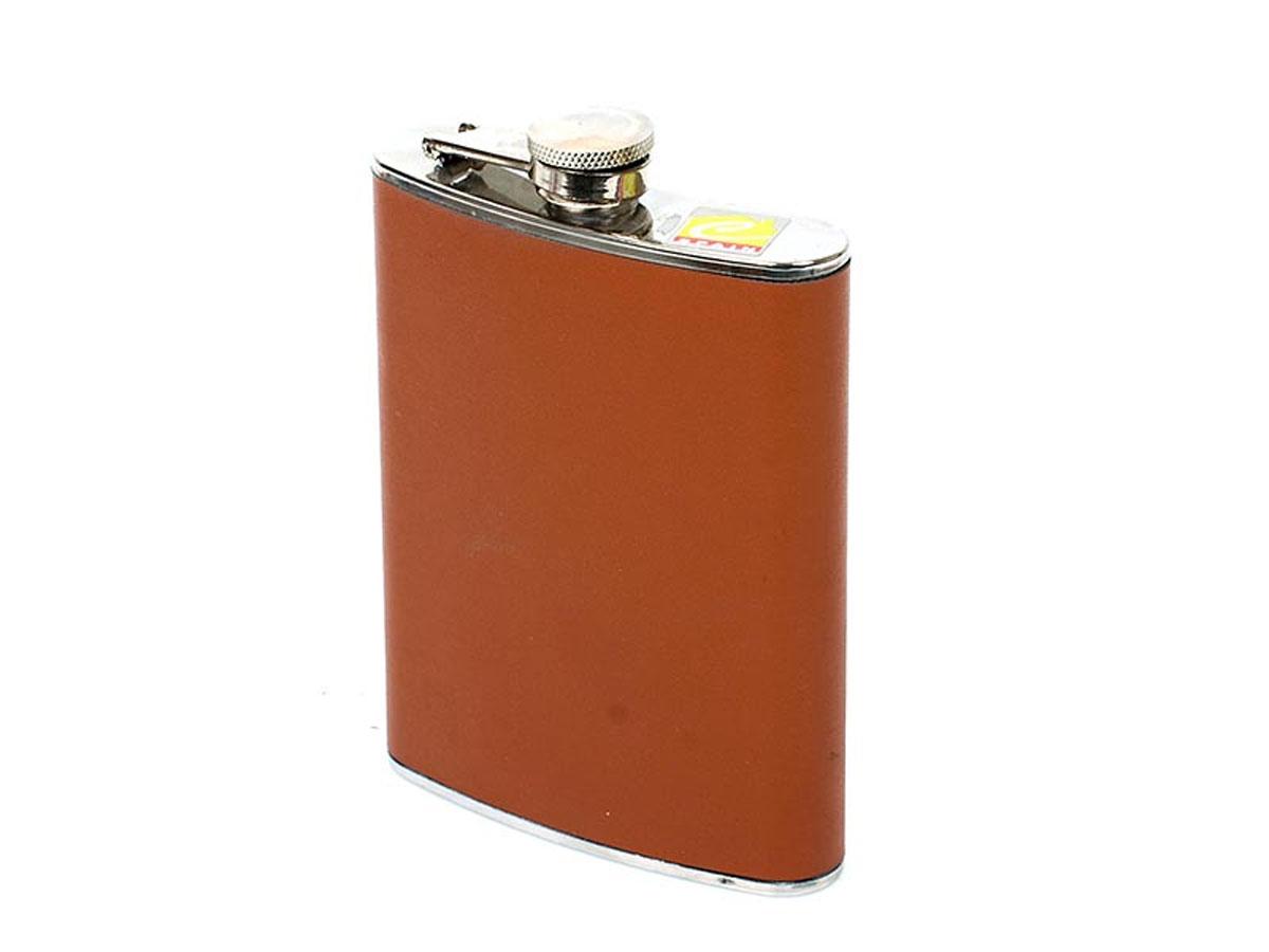 Фляга Calve, карманная, цвет: коричневый, 230 млCL-1720_коричневыйКарманная фляга Calve изготовлена из нержавеющей стали 18/10 и оформлена вставкой из искусственной кожи. Фляга специально предназначена для хранения алкогольных напитков. Ее нельзя использовать для напитков, содержащих кислоту, таких как сок и сердечные лекарства. Крышка плотно закрывается, предотвращая проливание. Фляга Calve - идеальный подарок для настоящих мужчин. Стильный дизайн, компактность и качество изделия, несомненно, порадуют любого мужчину. Можно мыть в посудомоечной машине. Длина фляги: 9,5 см. Ширина фляги: 2 см. Высота фляги: 13,5 см.