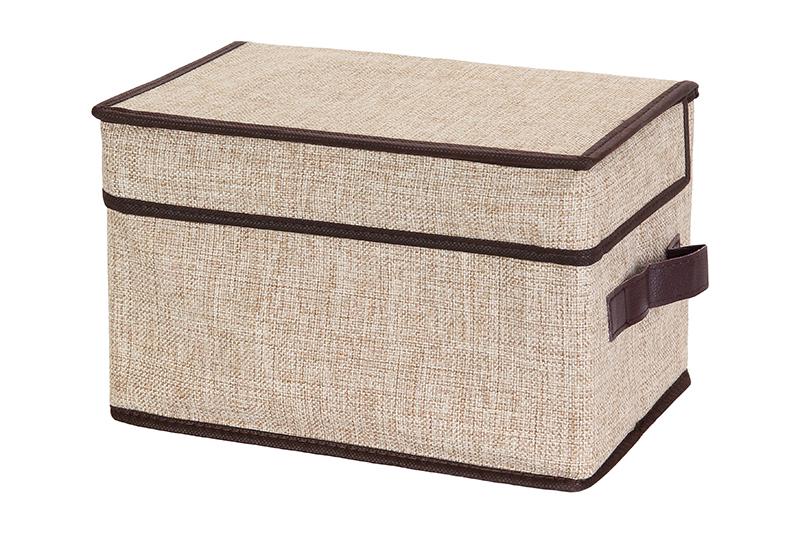 Кофр для хранения El Casa, складной, цвет: светло-бежевый, 28 х 18 х 18 см840167Компактный складной кофр El Casa изготовлен из высококачественного льна, который обеспечивает естественную вентиляцию, позволяя воздуху проникать внутрь, но не пропуская пыль. Стенки из плотного картона хорошо держат форму, а специальная вставка служит для уплотнения дна или регулирования главного отделения. Кофр оснащен 2 удобными ручками, которые позволяют использовать его в качестве выдвижного ящика в гардеробе или шкафу. Изделие закрывается откидной крышкой. Оригинальный дизайн будет отлично смотреться в любом интерьере. Размер кофра (в собранном виде): 28 х 18 х 18 см.