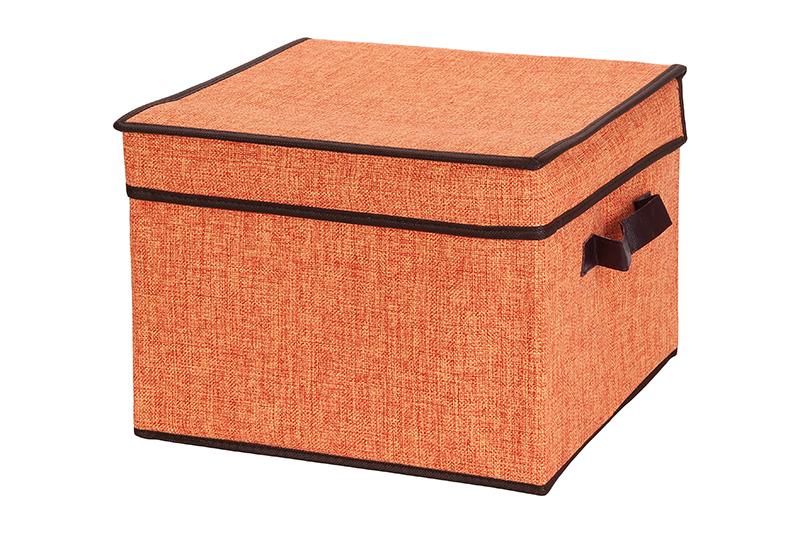 Кофр для хранения El Casa, складной, цвет: оранжевый, 32 х 32 х 24 см840087Компактный складной кофр El Casa изготовлен из высококачественного льна, который обеспечивает естественную вентиляцию, позволяя воздуху проникать внутрь, но не пропуская пыль. Вставка и стенки из плотного картона хорошо держат форму. Кофр оснащен 2 удобными ручками, которые позволяют использовать его в качестве выдвижного ящика в гардеробе или шкафу. Изделие закрывается откидной крышкой. Оригинальный дизайн будет отлично смотреться в любом интерьере. Размер кофра (в собранном виде): 32 х 32 х 24 см.