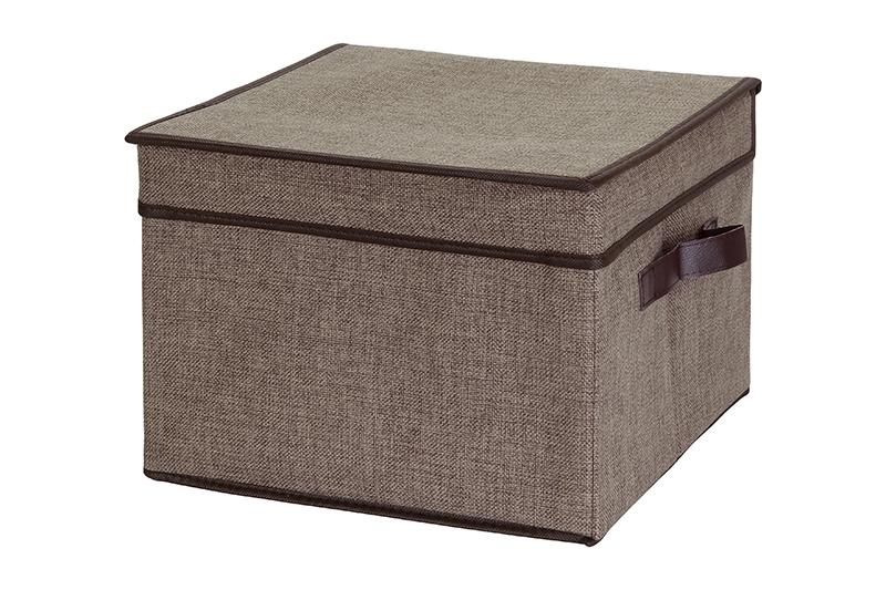 Кофр для хранения El Casa, складной, цвет: коричневый, 32 х 32 х 24 см840088Компактный складной кофр El Casa изготовлен из высококачественного льна, который обеспечивает естественную вентиляцию, позволяя воздуху проникать внутрь, но не пропуская пыль. Вставка и стенки из плотного картона хорошо держат форму. Кофр оснащен 2 удобными ручками, которые позволяют использовать его в качестве выдвижного ящика в гардеробе или шкафу. Изделие закрывается откидной крышкой. Оригинальный дизайн будет отлично смотреться в любом интерьере. Размер кофра (в собранном виде): 32 х 32 х 24 см.