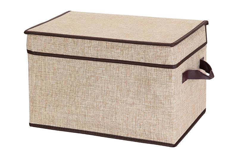 Кофр для хранения El Casa, складной, цвет: светло-бежевый, 40 х 25 х 25 см840095Компактный складной кофр El Casa изготовлен из высококачественного льна, который обеспечивает естественную вентиляцию, позволяя воздуху проникать внутрь, но не пропуская пыль. Стенки из плотного картона хорошо держат форму, а специальная вставка служит для уплотнения дна или регулирования главного отделения. Кофр оснащен 2 удобными ручками, которые позволяют использовать его в качестве выдвижного ящика в гардеробе или шкафу. Изделие закрывается откидной крышкой. Оригинальный дизайн сделает вашу гардеробную красивой и невероятно стильной. Размер кофра (в собранном виде): 40 х 25 х 25 см.