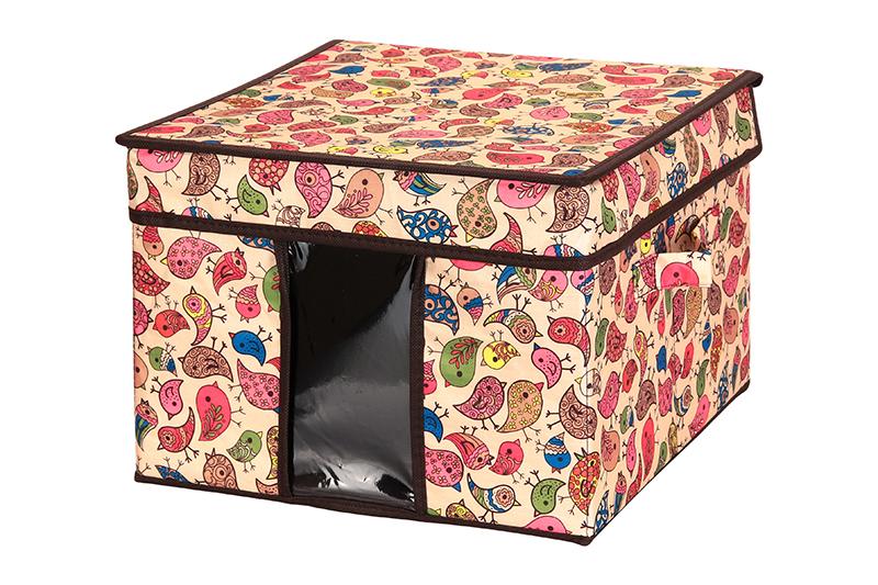 Кофр для хранения El Casa Птички, складной, 32 х 32 х 24 см840080Компактный складной кофр El Casa Птички изготовлен из высококачественного полиэстера, который обеспечивает естественную вентиляцию, позволяя воздуху проникать внутрь, но не пропуская пыль. Вставка и стенки из плотного картона хорошо держат форму. Кофр оснащен 2 удобными ручками, которые позволяют использовать его в качестве выдвижного ящика в гардеробе или шкафу. Изделие закрывается откидной крышкой. Прозрачная вставка из ПВХ позволяет легко просматривать содержимое. Оригинальный дизайн сделает вашу гардеробную красивой и невероятно стильной. Размер кофра (в собранном виде): 32 х 32 х 24 см.