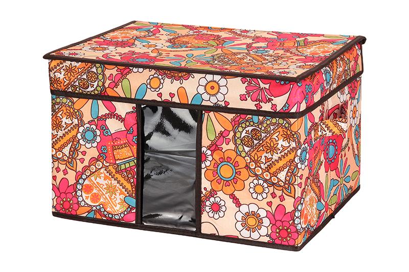 Кофр для хранения El Casa Яркие цветочные узоры, складной, 40 х 30 х 25 см840072Компактный складной кофр El Casa Яркие цветочные узоры изготовлен из высококачественного полиэстера, который обеспечивает естественную вентиляцию, позволяя воздуху проникать внутрь, но не пропуская пыль. Вставка и стенки из плотного картона хорошо держат форму. Кофр оснащен 2 удобными ручками, которые позволяют использовать его в качестве выдвижного ящика в гардеробе или шкафу. Изделие закрывается откидной крышкой. Прозрачная вставка из ПВХ позволяет легко просматривать содержимое. Оригинальный дизайн сделает вашу гардеробную красивой и невероятно стильной. Размер кофра (в собранном виде): 40 х 30 х 25 см.