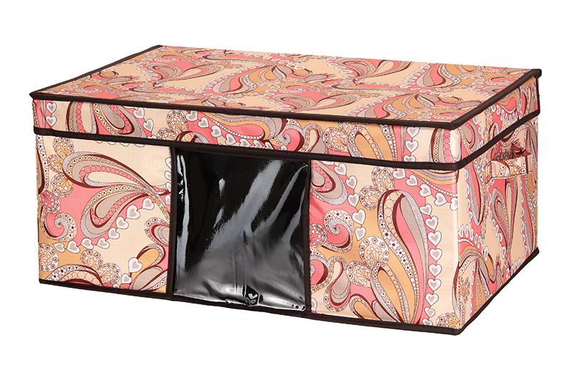 Кофр для хранения El Casa Узоры с сердечками, складной, 58 х 38 х 26 см840056Компактный складной кофр El Casa Узоры с сердечками изготовлен из высококачественного полиэстера, который обеспечивает естественную вентиляцию, позволяя воздуху проникать внутрь, но не пропуская пыль. Предназначен для хранения одежды и домашнего текстиля. Съемная вставка и стенки из плотного картона хорошо держат форму. Кофр оснащен 2 удобными ручками, которые позволяют использовать его в качестве выдвижного ящика в гардеробе или шкафу. Изделие закрывается откидной крышкой. Прозрачная вставка из ПВХ позволяет легко просматривать содержимое. Оригинальный дизайн сделает вашу гардеробную красивой и невероятно стильной. Размер кофра (в собранном виде): 58 х 38 х 26 см.