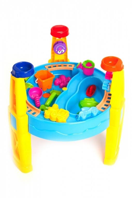 Bradex Стол для песка и воды с набором формочек Счастливый карапузDE 0086Игровой стол «Счастливый карапуз» похож на настоящий аквапарк с множеством ярких, вращающихся элементов, от которых невозможно отвести взгляд. Это не просто столешница из прочного пластика ярких цветов, а неиссякаемый источник веселья и радости для ваших детей. «Счастливый карапуз» разделен на две зоны: в одну можно насыпать песок, а вторая станет отличным резервуаром для воды. Как же доставлять воду и песок в отделение? Разработчики придумали веселый способ. По периметру стола проложены рельсы, по которым и ездит паровозик с двумя вагончиками. В ножки стола также встроены воронки. Насыпьте туда песок или воду и смотрите на завораживающее движение шестеренок. Игровой стол – не просто игрушка, но и занимательный способ научить ребенка чему-то новому.
