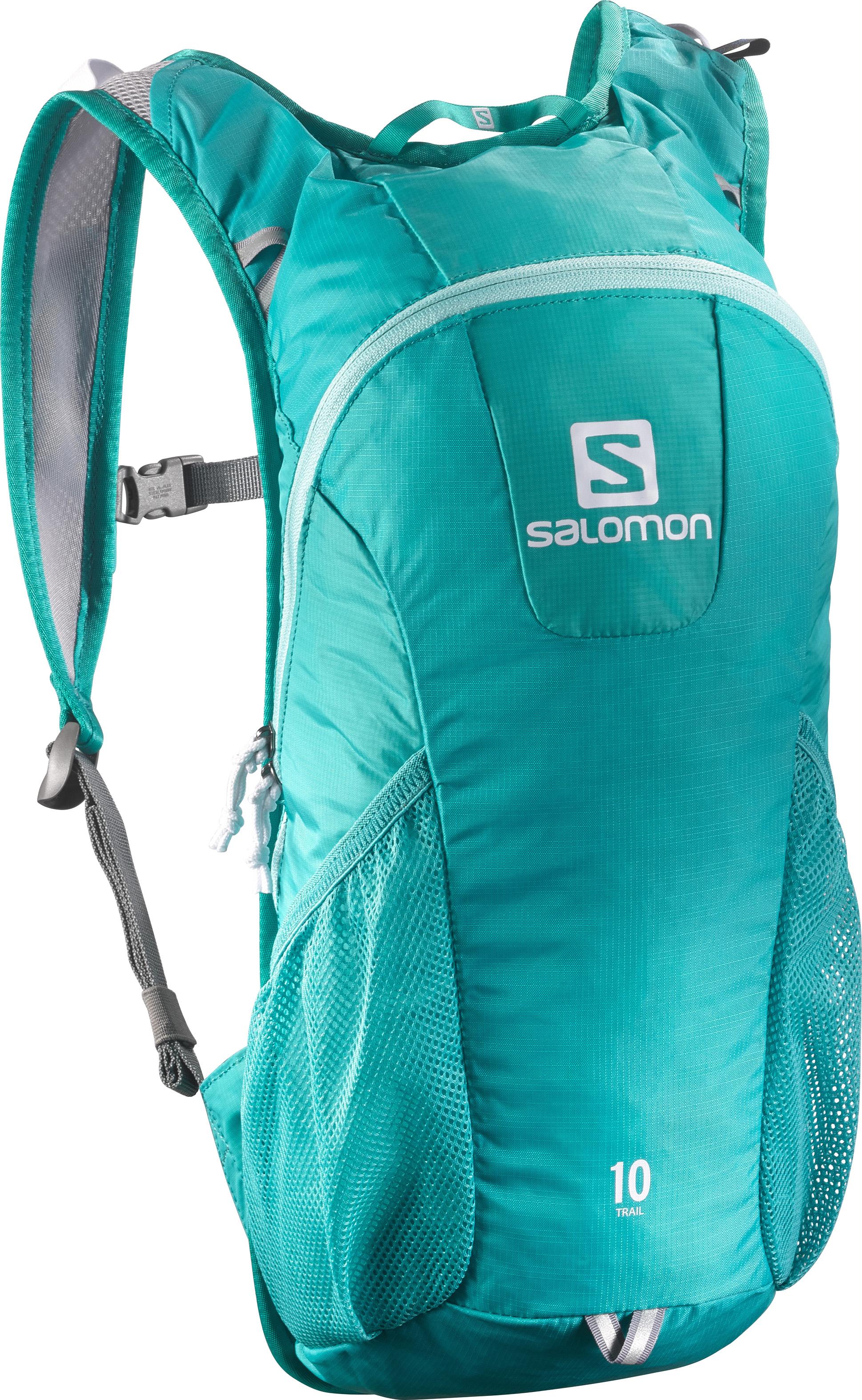 Рюкзак спортивный Salomon TRAIL 10, цвет: бирюзовый. L37997900L37997900Давно любимый бегунами рюкзак получил новый обтекаемый силуэт: Trail 10 сбалансированно распределяет нагрузку, прост в использовании, имеет удобное основное отделение и набедренные карманы на поясе. Идеально подходит для забегов средней длительности или однодневных походов по любому маршруту. Спинка Airvent AGILITY • Плечевые лямки из сетчатой ткани 3D Airmesh • Регулируемый пояс • 1 основное отделение • 2 боковых сетчатых кармана • Система дополнительной подвески • Светоотражающие элементы • Отделение для гидратора с системой фиксации