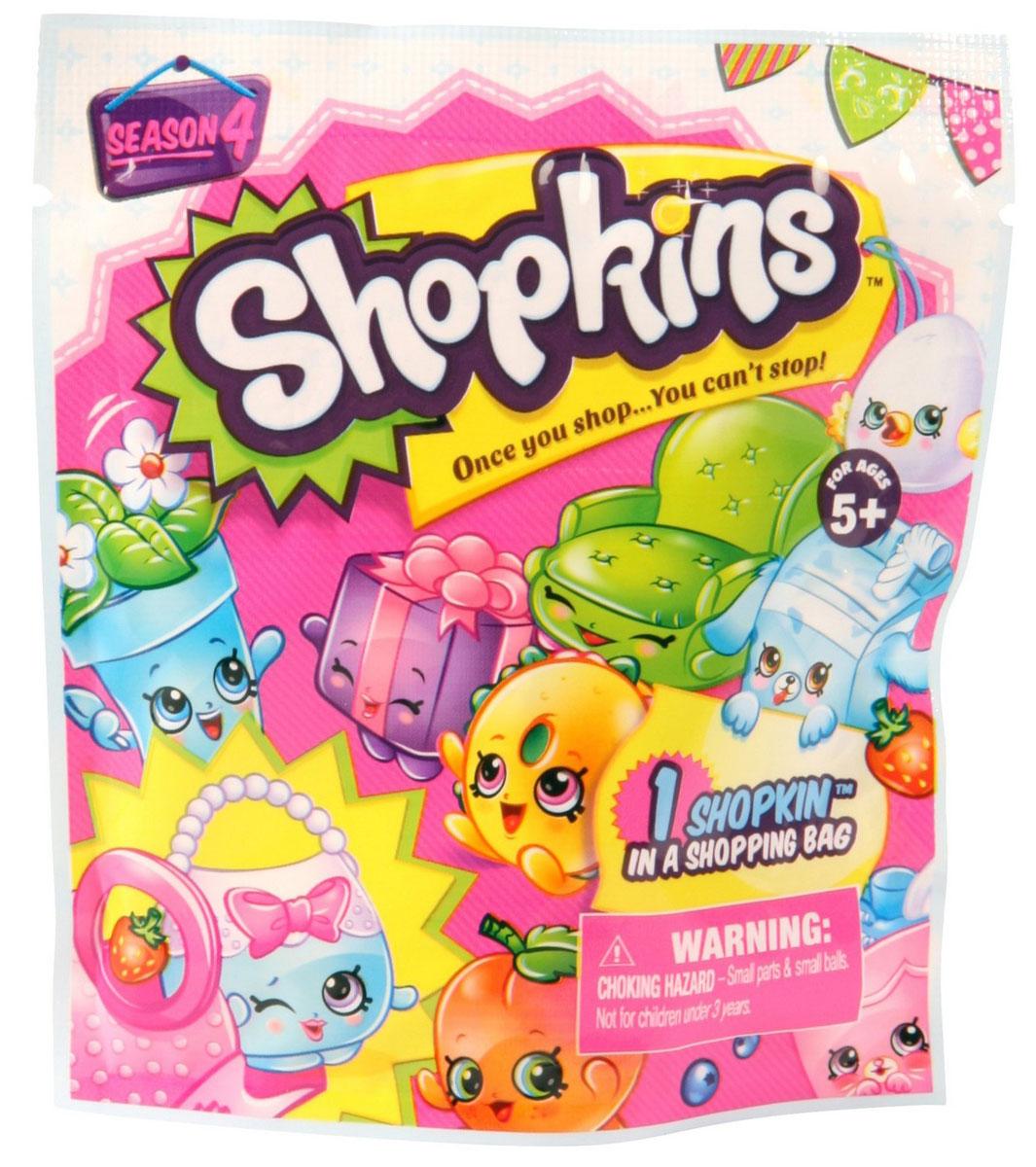 Shopkins Фигурка56118Фольгированный пакетик с фигурками Shopkins - это настоящий сюрприз для каждой девочки-мечтательницы. Открыв яркую упаковку, на которой изображены знаменитые фигурки Shopkins, ваша малышка найдет одну из фигурок, корзиночку и руководство коллекционера. Кто именно оказался в вашем пакетике, вам поможет разобраться руководство коллекционера, в котором подробно написано о каждом герое. Все фигурки коллекции выглядят очень жизнерадостными. Их добродушные мордашки с маленькими глазками и носиками, обязательно привлекут внимание ребенка. Игрушки настолько компактны, что всегда смогут составить компанию ребенку на прогулке или в любом путешествии.