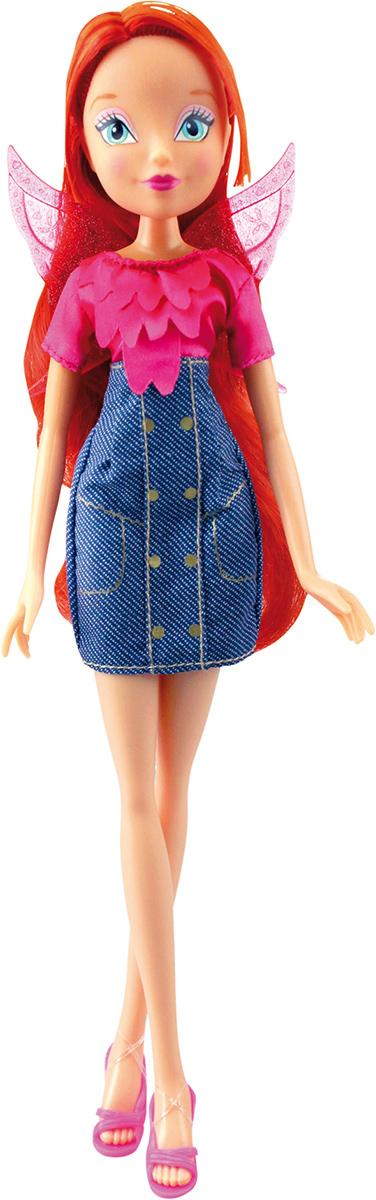 Winx Club Кукла Деним БлумIW01081400_БлумДеним никогда не перестает быть модным, и Винс об этом хорошо известно! Подружки-феи облачаются в стильные джинсовые платья! Руки/ноги не сгибаются. В наборе: кукла в одежде и обуви, съемные пластиковые крылышки. Компактная упаковка. Блистер.