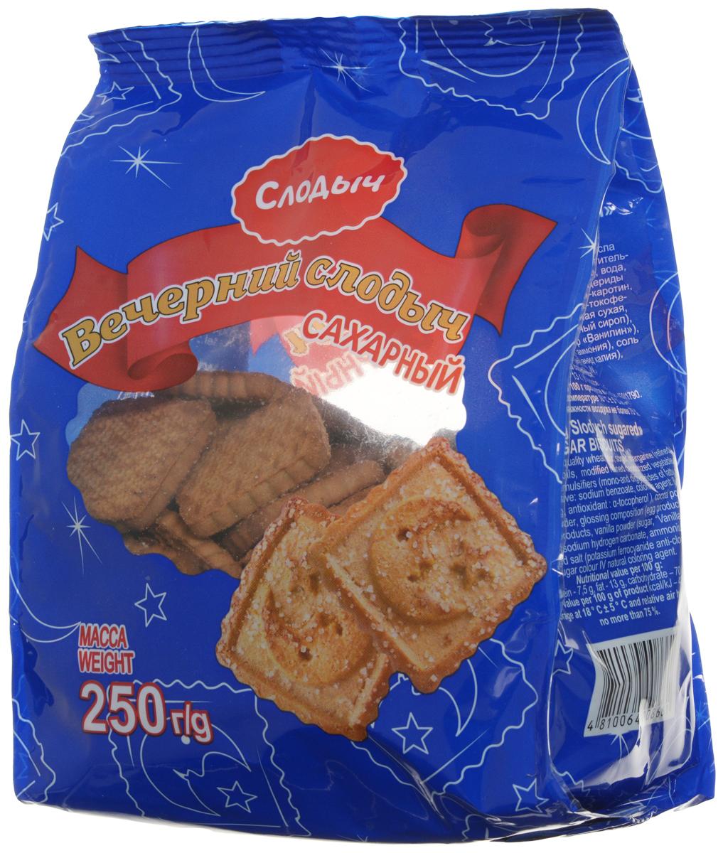 Сахарное печенье Слодыч Вечерний сахарный из пшеничной муки высшего сорта с добавлением какао, сахара, маргарина, сыворотки молочной сухой, продуктов яичных и ванильной пудры. Поверхность печенья посыпана сахаром и покрыта взбитым яйцом.