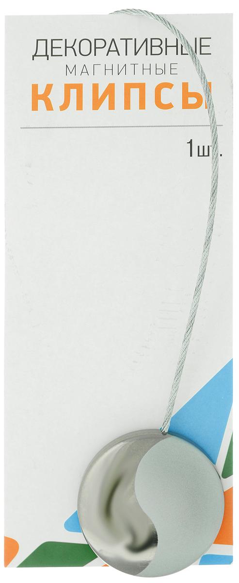 Клипсы магнитные для штор SmolTtx Инь-ян, цвет: серый, серебристый, длина 30 см544092_26ММагнитные клипсы SmolTtx Инь-ян предназначены для придания формы шторам. Изделие представляет собой соединенные тросиком два элемента, на внутренней поверхности которых расположены магниты. С помощью такой клипсы можно зафиксировать портьеры, придать им требуемое положение, сделать складки симметричными. Следует отметить, что такие аксессуары для штор выполняют не только практическую функцию, но также являются одной из основных деталей декора, которая придает шторам восхитительный, стильный внешний вид. Диаметр клипсы: 4,5 см. Длина троса: 30 см.