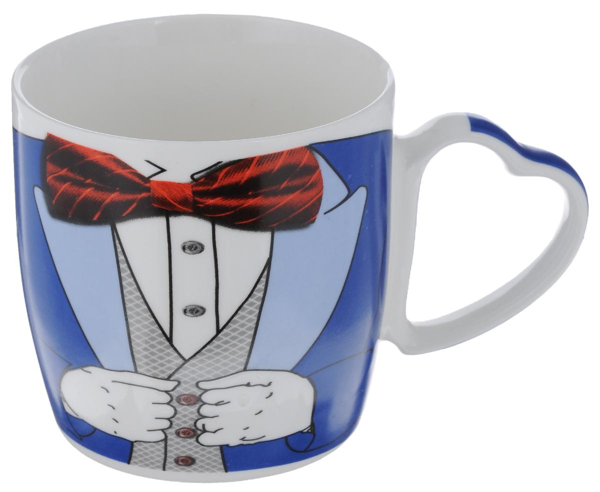 Кружка Loraine Джентльмен, цвет: синий, 300 мл21558_ синий, голубойКружка Loraine Джентльмен изготовлена из высококачественного фарфора. Изделие оформлено изображением мужского костюма с бабочкой. Ручка выполнена в форме сердца. Такая кружка станет приятным сувениром и обязательно порадует получателя. Объем: 300 мл. Диаметр (по верхнему краю): 8,5 см. Высота стенки: 8,5 см.