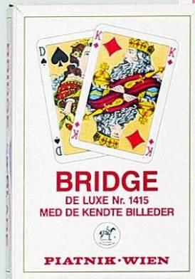 Карты игральные профессиональные Piatnik Бридж De Luxe, 55 карт1415Карты Piatnik Бридж De Luxe подходят для профессиональных игроков в покер и другие карточные игры, так как имеют очень гладкую поверхность, высококачественное пластиковое покрытие и стандартный покерный размер. Размер карты: 6,2 х 9,1 см.