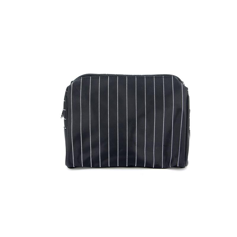 Косметичка Dewal, цвет: черный. BG-0013BG-0013Яркая косметичка Dewal выполнена из текстиля и оформлена полосатым принтом. Изделие содержит одно вместительное отделение, которое закрывается на застежку-молнию. Внутри расположен накладной кармашек для мелочей. Женская косметичка - это стильный и полезный аксессуар для любой современной модницы. В косметичке поместится вся необходимая косметика, а благодаря компактным размерам ее всегда можно носить с собой в сумочке.