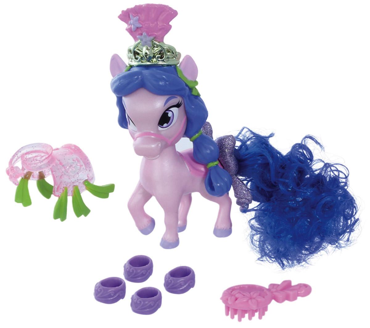 Disney Princess Фигурка Пони Личи21865Фигурка Disney Princess Пони Личи обязательно понравится вашей малышке! Пышный хвост пони, любимицы Мулан, можно расчесывать, как хвост настоящей лошадки, а помимо предназначенной для этого расчески, в набор с ней входят четыре изящных башмачка, роскошное декоративное седло и великолепная диадема, которой можно украсить гриву. Не все лошади должны быть боевыми скакунами, некоторым четвероногим модницам достаточно просто радовать глаз своей красотой. И даже такая воинственная девушка, как Мулан, не может сдержаться, чтобы не побаловать свою маленькую лошадку.