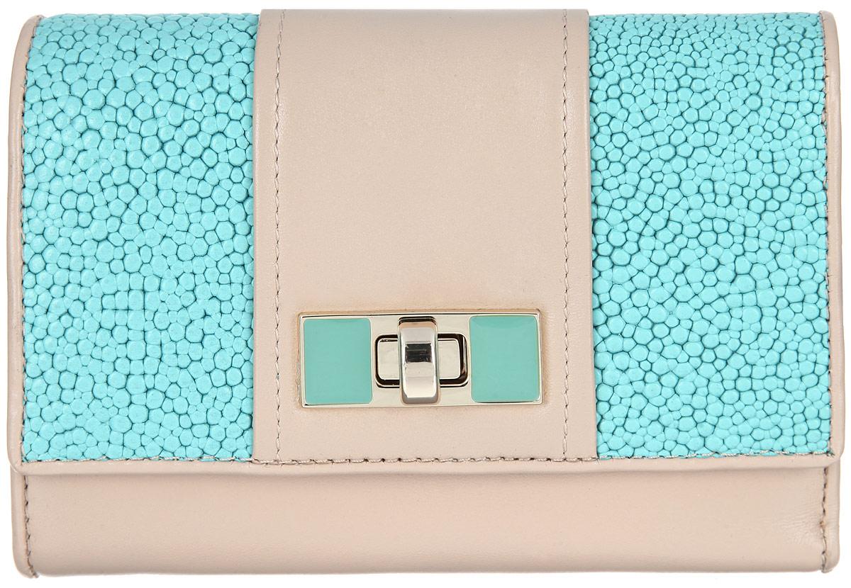 Кошелек женский Leo Ventoni, цвет: бежевый, голубой. L330734L330734 tan/blue nappaМодный женский кошелек Leo Ventoni выполнен из натуральной кожи. Подкладка изготовлена из полиэстера. Внутри - два глубоких отделения для купюр, девять кармашков для кредитных карт, три боковых кармана для мелочей, карман с прозрачным пластиковым окошком, один карман для монет на застежке-молнии и три открытых кармана для документов или чеков. Снаружи имеется карман на пластиковой молнии для мелочи. Изделие застегивается клапаном на замок-вертушку. Клапан оформлен рифленой поверхностью. Кошелек упакован в коробку из плотного картона с логотипом фирмы. Такой кошелек станет замечательным подарком человеку, ценящему качественные и практичные вещи.