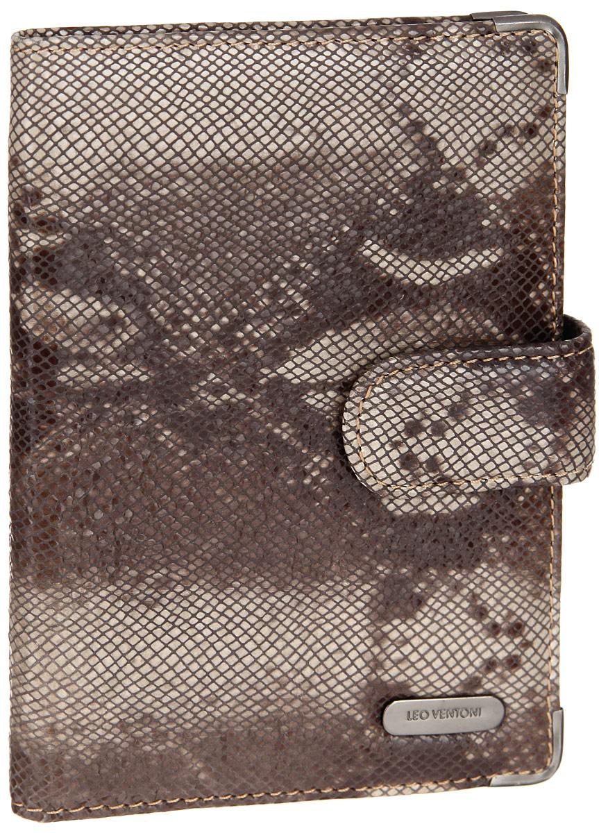 Обложка для документов женская Leo Ventoni, цвет: коричневый, бежевый. L330293L330293-marrone pitonСтильная обложка для документов Leo Ventoni выполнена из натуральной кожи, оформленной лазерной обработкой и принтом под питона, и дополнена металлической фурнитурой. Изделие раскладывается пополам и закрывается хлястиком на кнопку. Подкладка из текстиля. Внутри размещены два накладных кармана для паспорта и четыре кармана для кредитных карт. Изделие поставляется в фирменной упаковке. Оригинальная обложка для документов Leo Ventoni станет отличным подарком для человека, ценящего качественные и практичные вещи.