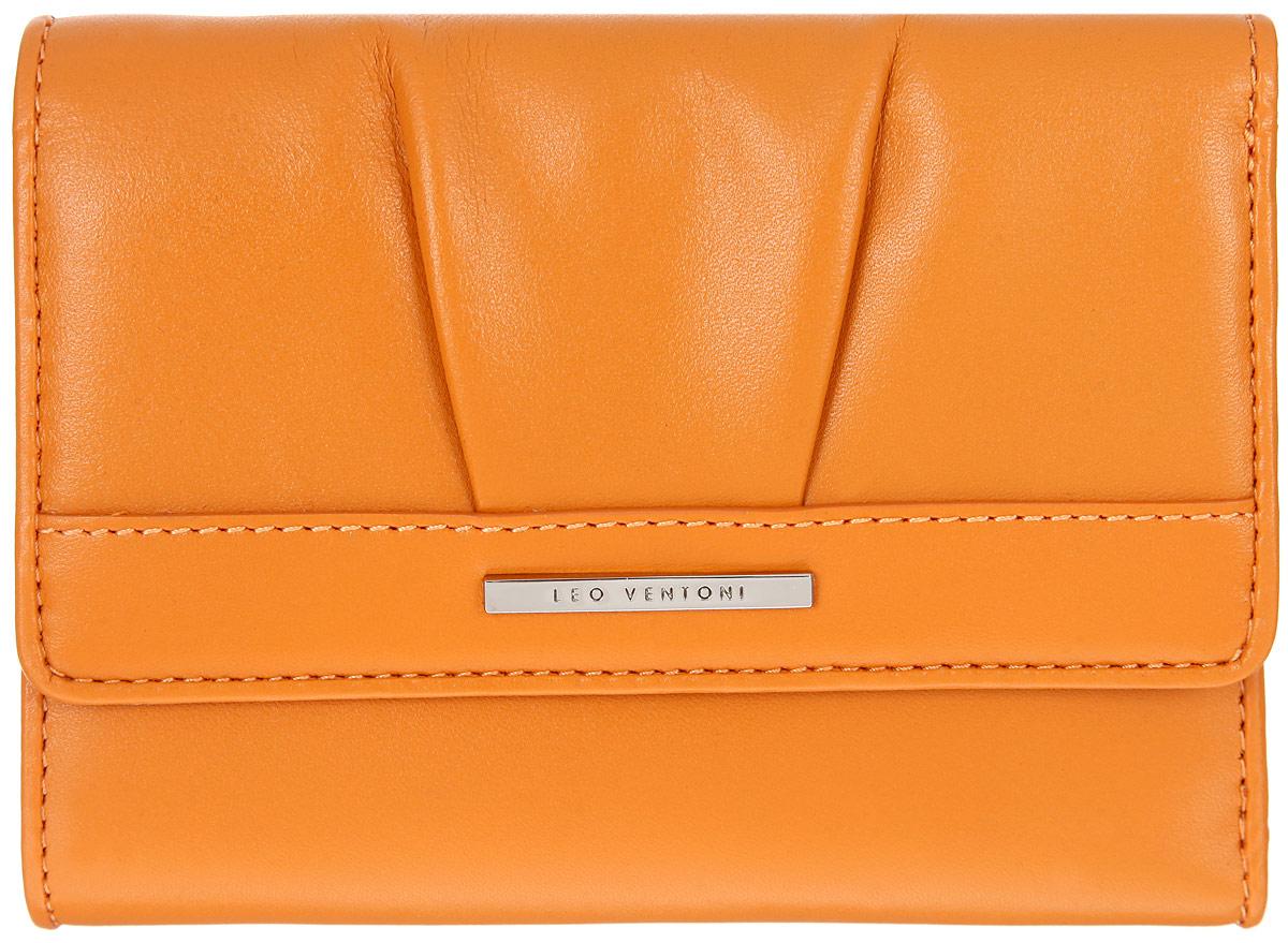 Кошелек женский Leo Ventoni, цвет: оранжевый. L330739L330739 orange nappaЭлегантный женский кошелек Leo Ventoni выполнен из натуральной кожи, оформлен декоративной сборкой и металлической пластиной с логотипом бренда. Подкладка изготовлена из полиэстера. Кошелек застегивается клапаном на замок-кнопку. Внутри - три отделения для купюр, 6 кармашков для кредитных карт, один боковой карман для мелочей и карман с прозрачным пластиковым окошком. Снаружи расположен врезной кармашек на пластиковой застежке-молнии для мелочи. Изделие поставляется в фирменной коробке с логотипом бренда. Стильный кошелек Leo Ventoni станет отличным подарком для человека, ценящего качественные и практичные вещи.