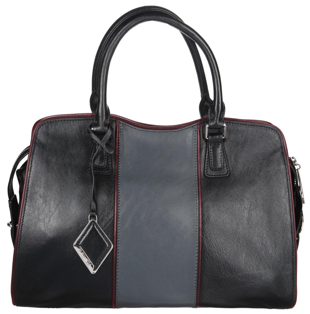 Сумка женская Eleganzza, цвет: черный. Z29-5166Z29-5166Стильная сумка Eleganzza, изготовлена из натуральной кожи, оформлена металлической фурнитурой и подвеской ромбовидной формы. Изделие содержит одно отделение, которое закрывается на застежку-молнию. Внутри изделия расположены два накладных кармашка для мелочей, врезной карман на молнии. Задняя сторона сумки дополнена врезным карманом на молнии. Изделие оснащено двумя практичными ручками и съемным плечевым ремнем. Дно сумки дополнено металлическими ножками, которые защитят изделие от преждевременного изнашивания. Оригинальный аксессуар позволит вам завершить образ и быть неотразимой.