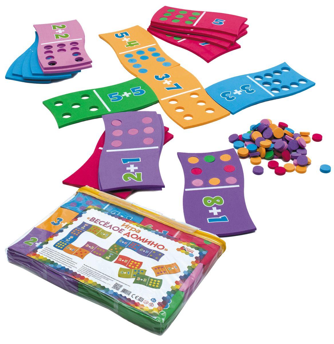 Мозаичный парк Пазл для малышей Веселое домино15127Игра «Весёлое домино». Игра «Весёлое домино» изготовлена из материала EVA (безопасный вспененный полимер). Игра предназначена для детей от шести лет. В процессе игры ребёнок закрепляет навыки счёта, запоминает цифры, решает арифметические примеры. В игру входят 36 карточек домино неправильной формы. На одной стороне изображены числа от 3 до 10 и кружки?, на другой — суммы чисел (арифметические примеры) и кружки?. Кружки? из карточек вынимаются, и их можно использовать для счёта, составления узоров, выкладывания цифр и других различных изображений на листе или столе. Карточки представляют собой детали пазла. Соединить их можно только определённым образом, что усложняет игру. В свой ход каждый игрок должен добавить в цепочку домино одну из своих карточек так, чтобы не только количество кружков совпало с числом или примером, но и сложился пазл. Игра продолжается до тех пор, пока у кого-либо из игроков не закончатся карточки. Этот игрок считается победителем. Игра может завершиться и в...