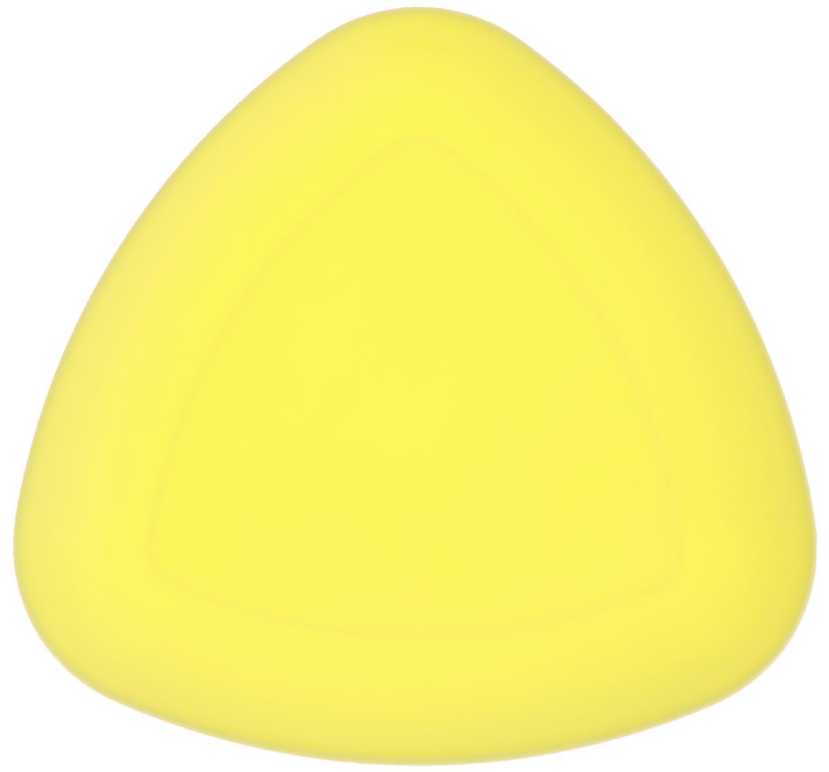 Тарелка Ucsan, треугольная, цвет: желтый, 27 х 27 смM-733_желтыйТреугольная тарелка Ucsan изготовлена из полипропилена и идеально подходит для сервировки стола. Тарелка Ucsan не только украсит ваш кухонный стол и подчеркнет прекрасный вкус хозяйки, но и станет отличным подарком. Можно мыть в посудомоечной машине. Размер тарелки: 27 х 27 см.