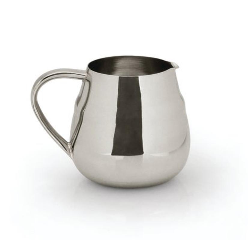 Молочник BergHOFF Straight, 400 мл1106021Сливочник Straight 0,4л выполнен из высококачественной нержавеющей стали 18,10. Украсит дизайн любой кухни. Можно мыть в посудомоечной машине. Упакован в подарочную коробку.