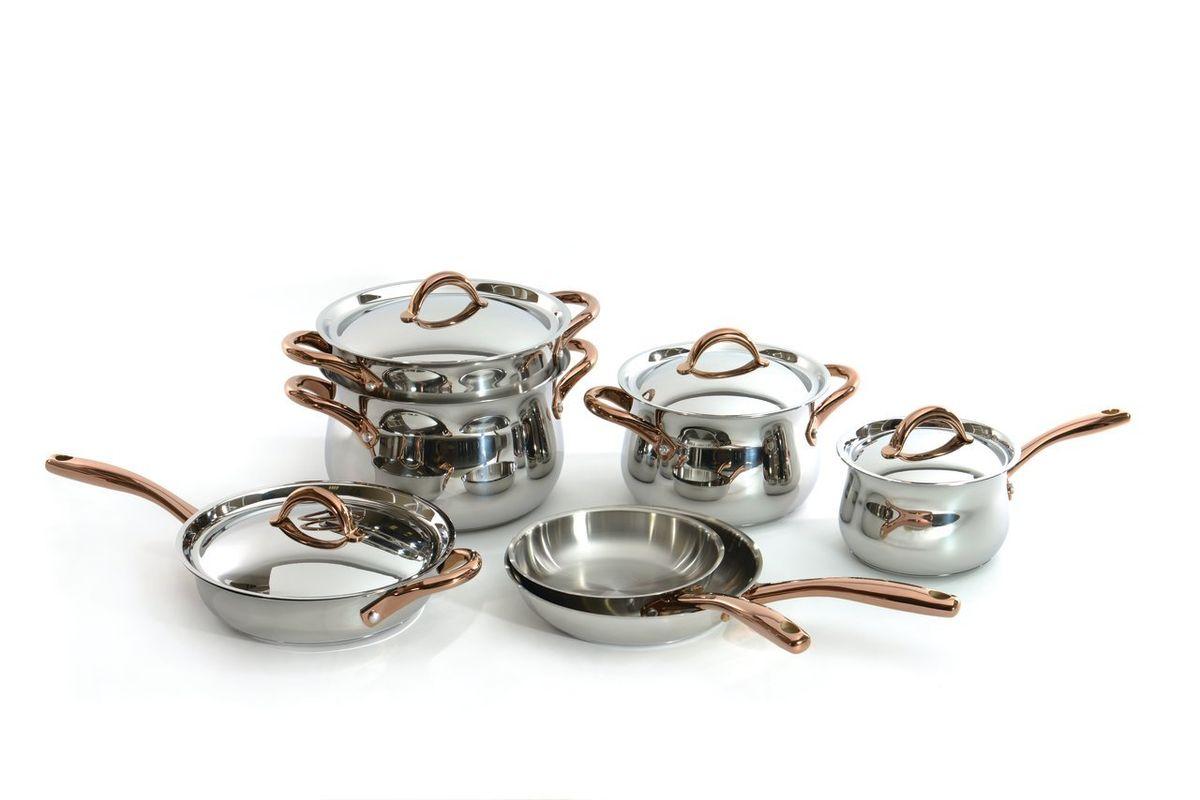 Набор посуды BergHOFFStudio, 11 предметов1111004Набор посуды BergHOFF Studio выполнен из высококачественной нержавеющей стали, которая обладает бактериостатическими свойствами. В набор входят ковш с крышкой, кастрюля с крышкой, бульонная кастрюля с крышкой, сотейник с крышкой, две сковороды, вставка-пароварка. Крепкие ручки обеспечивают безопасный и удобный хват. Трехслойное капсульное дно делает возможным эффективное приготовление пищи и равномерное распределение тепла по всей поверхности. Крышка обеспечивает эффективное закрытие: тепло сохраняется внутри изделия, что приводит к более быстрому разогреву. Благодаря стеклянной крышке можно наблюдать за ингредиентами в кастрюле в процессе приготовления пищи. Не нужно поднимать крышку, растрачивая энергию и вкусовые качества. Подходит для всех типов плит, включая индукционные. Можно использовать в посудомоечной машине. Диаметр ковша: 16 см. Объем ковша: 2,4 л. Диаметр кастрюли: 20 см. Объем кастрюли: 4,7 л. ...