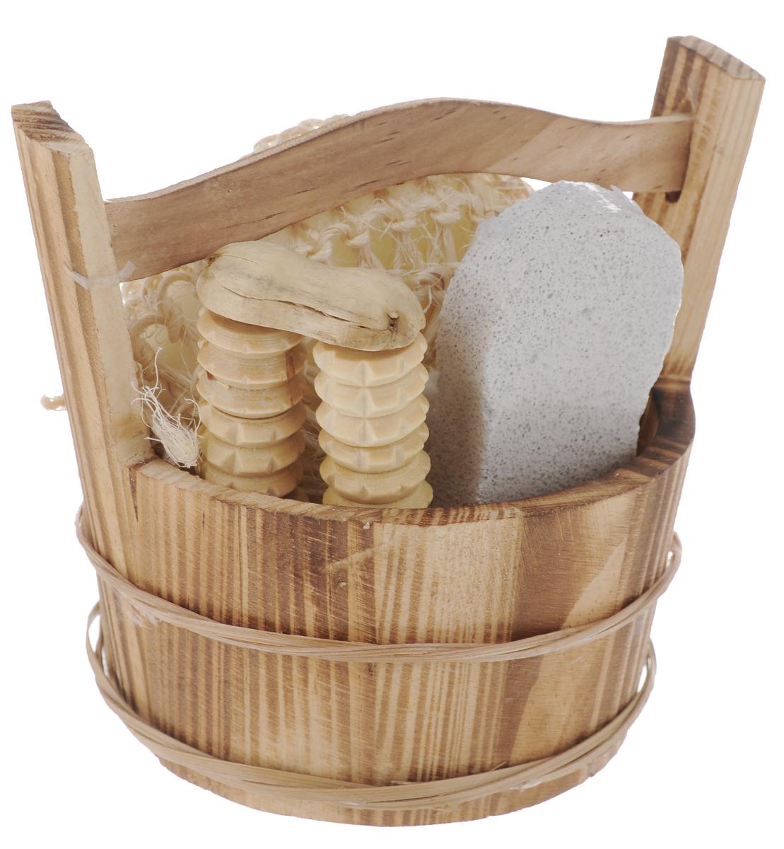 Набор для ванной и бани Феникс-Презент Нежное прикосновение, 4 предмета40641Набор для ванной и бани Феникс-презент Нежное прикосновение включает: - мочалка для купания из сизаля, - пемза для ухода за кожей, - массажный ролик из древесины павловнии, - лохань из древесины тополя. Такой мини-набор станет не заменимым и сделает банную процедуру еще более комфортной и расслабляющей. Диаметр мочалки из сизаля: 9,5 см. Размер лохани: 13,2 х 9,6 х 12,1 см. Размер пемзы: 9,5 х 4,5 х 1,6 см. Размер массажного ролика: 9 х 4,2 х 1,7 см.