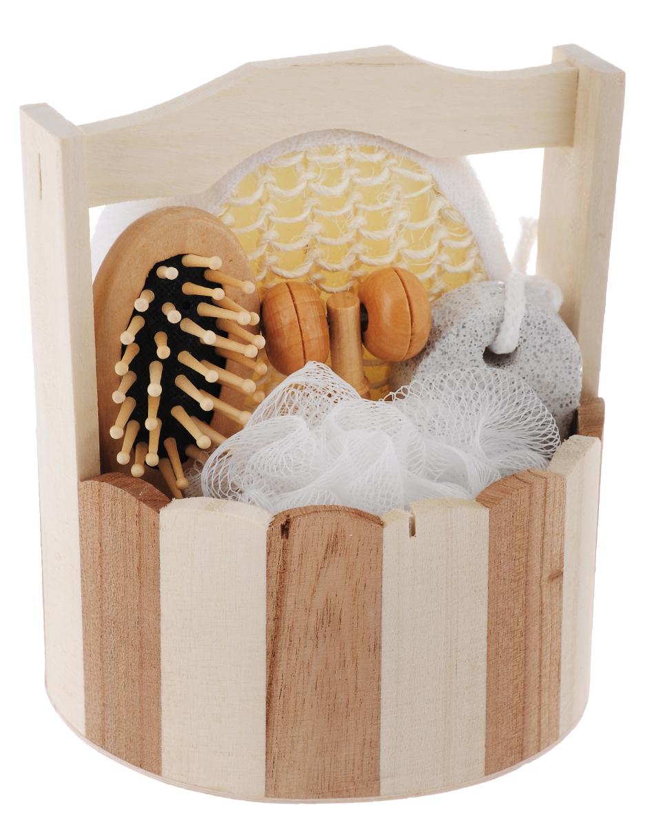 Набор для ванной и бани Феникс-Презент Австрийская сауна, 6 предметов40639Набор для ванной и бани Феникс-презент Австрийская сауна включает: - массажная щетка для волос из древесины павловнии, - мочалка для купания из сизаля, - мочалка для купания из полиэтилена, - массажный ролик из древесины павловнии, - пемза для ухода за кожей, - лохань из древесины тополя. Такой мини-набор станет не заменимым и сделает банную процедуру еще более комфортной и расслабляющей. Размер массажного ролика: 10,5 х 2,3 х 2,2 см. Размер мочалки из сизаля: 13,5 х 10,5 х 4,5 см. Диаметр мочалки из полиэтилена: 11 см. Размер щетки для волос: 12 х 4 х 2,3 см. Размер лохани: 14 х 13,5 х 15,4 см. Размер пемзы: 9,4 х 4,2 х 1,4 см.