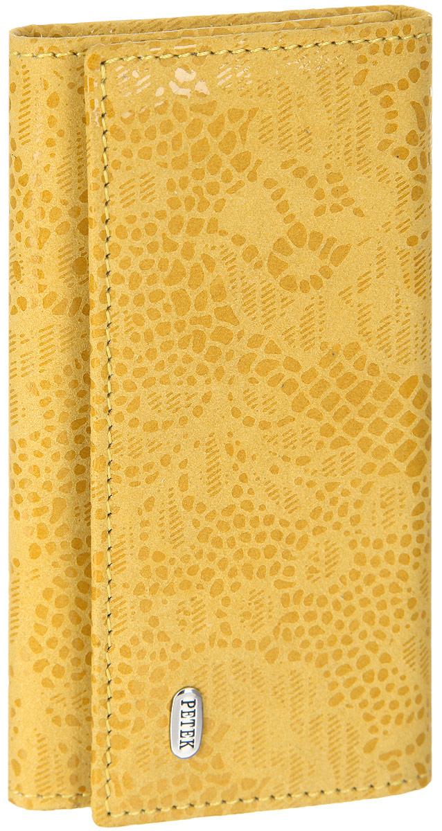 Ключница женская Petek 1855, цвет: желтый. 518.109.14518.109.14 YellowСтильная женская ключница Petek 1855, выполненная из натуральной кожи с лазерной обработкой и цветочным принтом, оформлена металлической пластиной с гравировкой бренда. Изделие закрывается на клапан с двумя кнопками. Внутри находится шесть металлических крючков для ключей, прорезной карман на застежке-молнии и боковой карман. Ключница упакована в фирменную коробку. Этот аксессуар станет замечательным подарком человеку, ценящему качественные и практичные вещи.