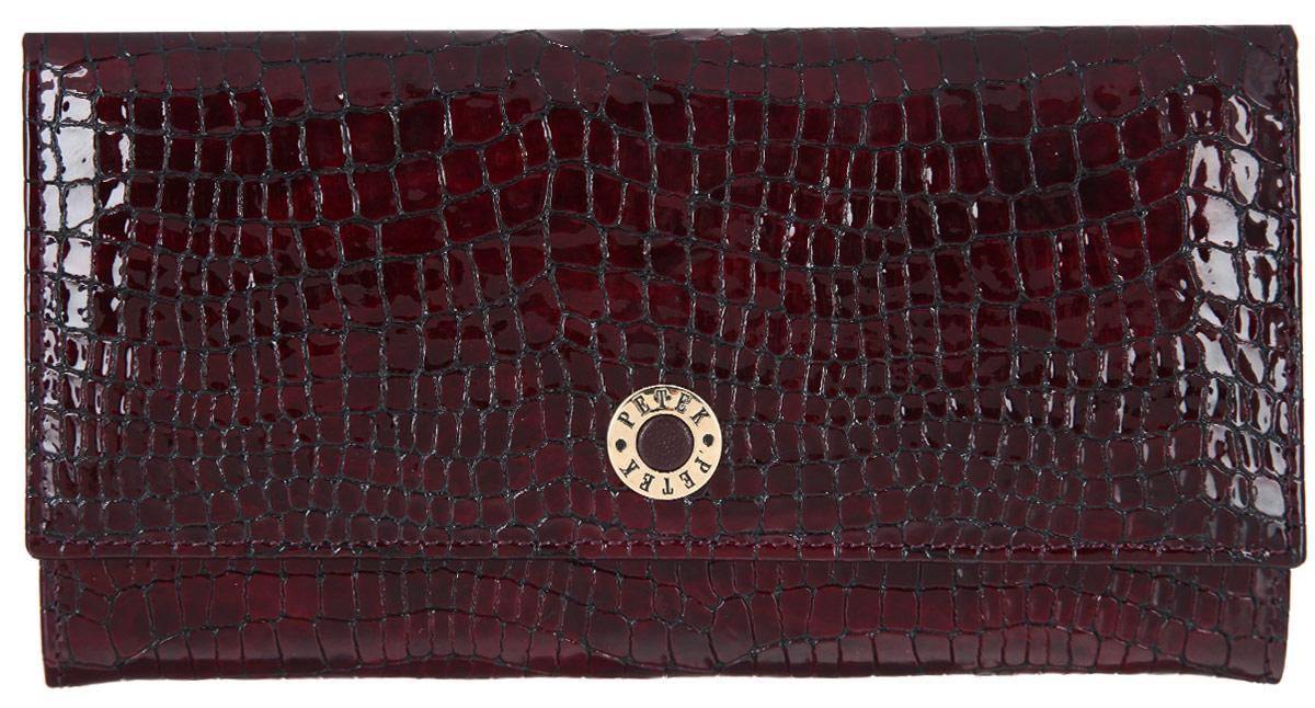Портмоне женское Petek 1855, цвет: бургундия. 379.091.03379.091.03 BurgundyСтильное женское портмоне Petek 1855 выполнено из натуральной лакированной кожи с тиснением под кожу крокодила. Портмоне закрывается на клапан с застежкой-кнопкой. Клапан оформлен металлическим элементом с гравировкой названия бренда. Внутри имеется одно отделение для купюр, потайной карман и пять кармашков для визиток и пластиковых карт, один из которых с прозрачным сетчатым окошком. Снаружи, под клапаном находятся два кармана для чеков и документов. На задней стенке расположен открытый карман с отделением на застежке-молнии для мелочи. Изделие упаковано в фирменную коробку. Оригинальный дизайн портмоне не оставит равнодушной ни одну представительницу прекрасной половины человечества.