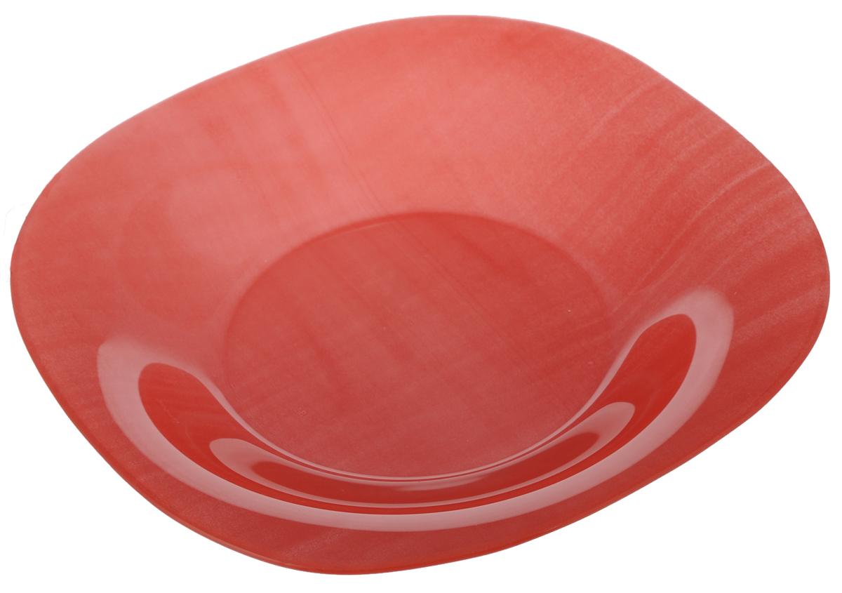Тарелка глубокая Luminarc Colorama Red, 20,5 х 20,5 смJ7771Глубокая тарелка Luminarc Colorama Red выполнена из ударопрочного стекла и оформлена в классическом стиле. Изделие сочетает в себе изысканный дизайн с максимальной функциональностью. Она прекрасно впишется в интерьер вашей кухни и станет достойным дополнением к кухонному инвентарю. Тарелка Luminarc Colorama Red подчеркнет прекрасный вкус хозяйки и станет отличным подарком. Размер (по верхнему краю): 20,5 х 20,5 см.
