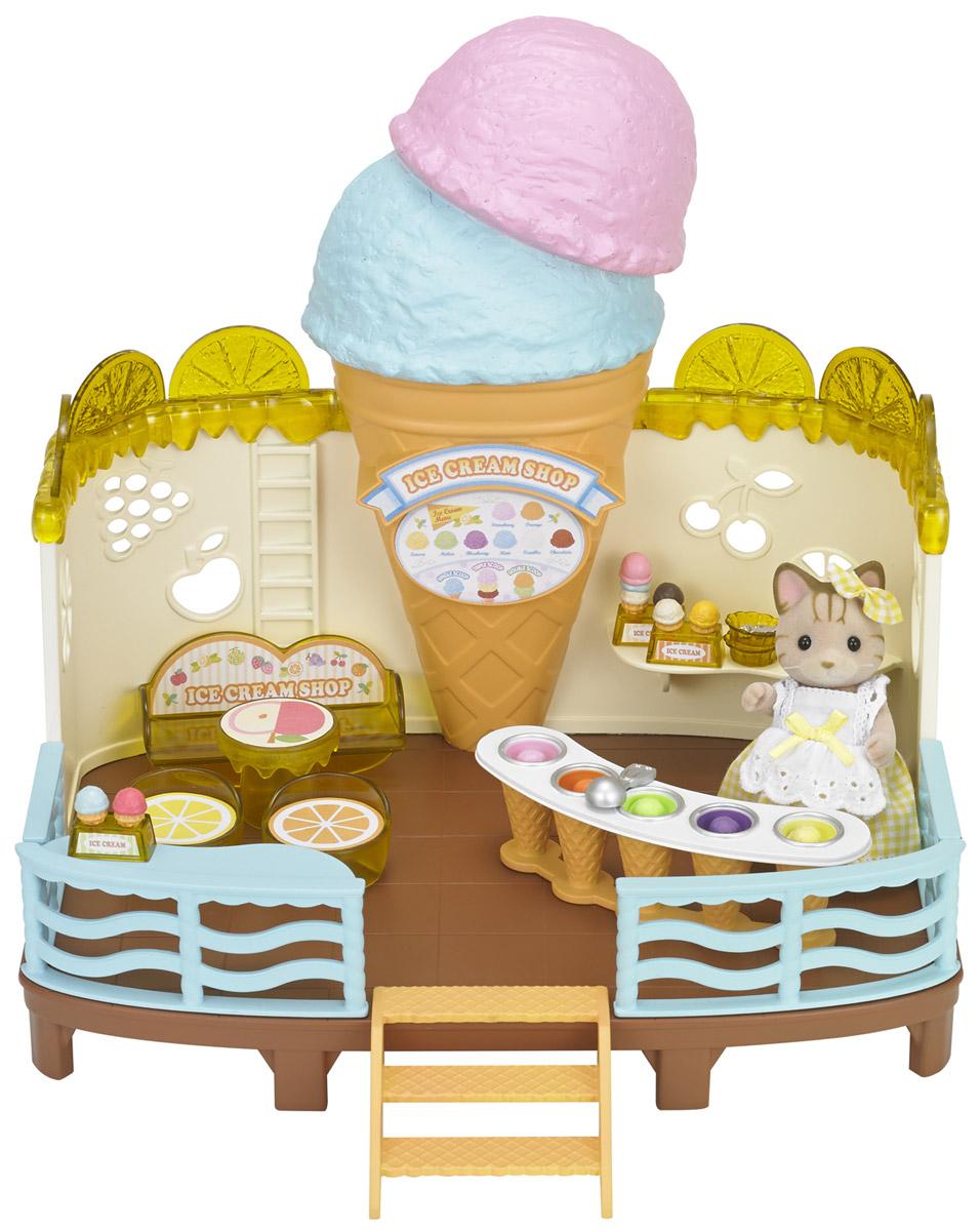 Sylvanian Families Игровой набор Кафе-мороженое5228KИгровой набор Sylvanian Families Кафе-мороженое привлечет внимание вашей малышки и не позволит ей скучать. Набор включает в себя здание кафе, фигурку кошки, стойку с мороженым, столик со стульчиками, держатели для мороженого, большое количество разных видов мороженого. Этот набор позволит устроить зверушкам Sylvanian Families настоящий праздник мороженого! Sylvanian Families - это целый мир маленьких жителей, объединенных общей легендой. Жители страны Sylvanian Families - это кролики, белки, медведи, лисы и многие другие. У каждого из них есть дом, в котором есть все необходимое для счастливой жизни. В городе, где живут герои, есть школа, больница, рынок, пекарня, детский сад и множество других полезных объектов. Жители этой страны живут семьями, в каждой из которой есть дети. В домах Sylvanian Families царит уют и гармония. Домашние животные радуют хозяев. Здесь продумана каждая мелочь, от одежды до мебели и аксессуаров.