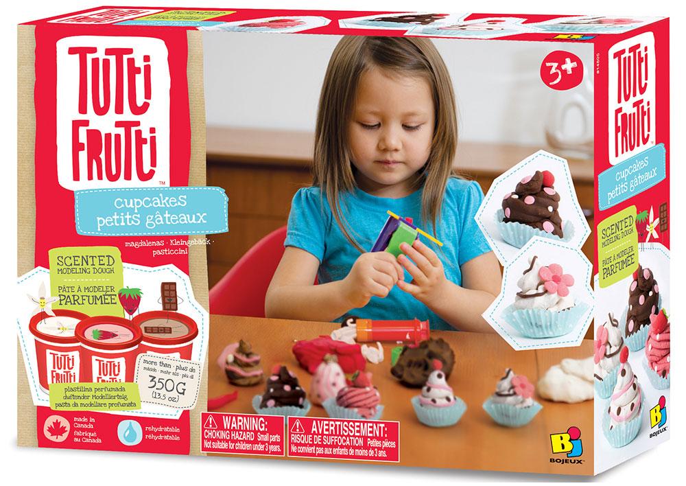 Набор ароматизированной массы для лепки Tutti Frutti Пирожное с формами14805 ПирожноеС помощью данного набора для лепки Ваш ребенок сможет создать из ароматизированного теста множество вкусных пирожных. В наборе: три баночки ароматизированного теста для лепки Tutti Frutti с ароматом клубники, шоколада и пломбира, а также инструменты для создания всевозможных пирожных. Тесто для лепки Tutti Frutti очень мягкое, хорошо смешивается между собой, не липнет к рукам и не оставляет пятен на одежде. Тесто для лепки Tutti Frutti изготовлено из натуральных компонентов (мука, вода, соль) с добавлением пищевых красителей и ароматизаторов и не принесет вреда здоровью малыша, если он захочет попробовать получившееся мороженое на вкус. Если тесто для лепки Tutti Frutti подсохнет, смочите ее немного водой и оно снова станет мягким и пластичным. Набор для лепки Пирожное хорошо развивает мелкую моторику ребенка, его творческие способности и воображение.
