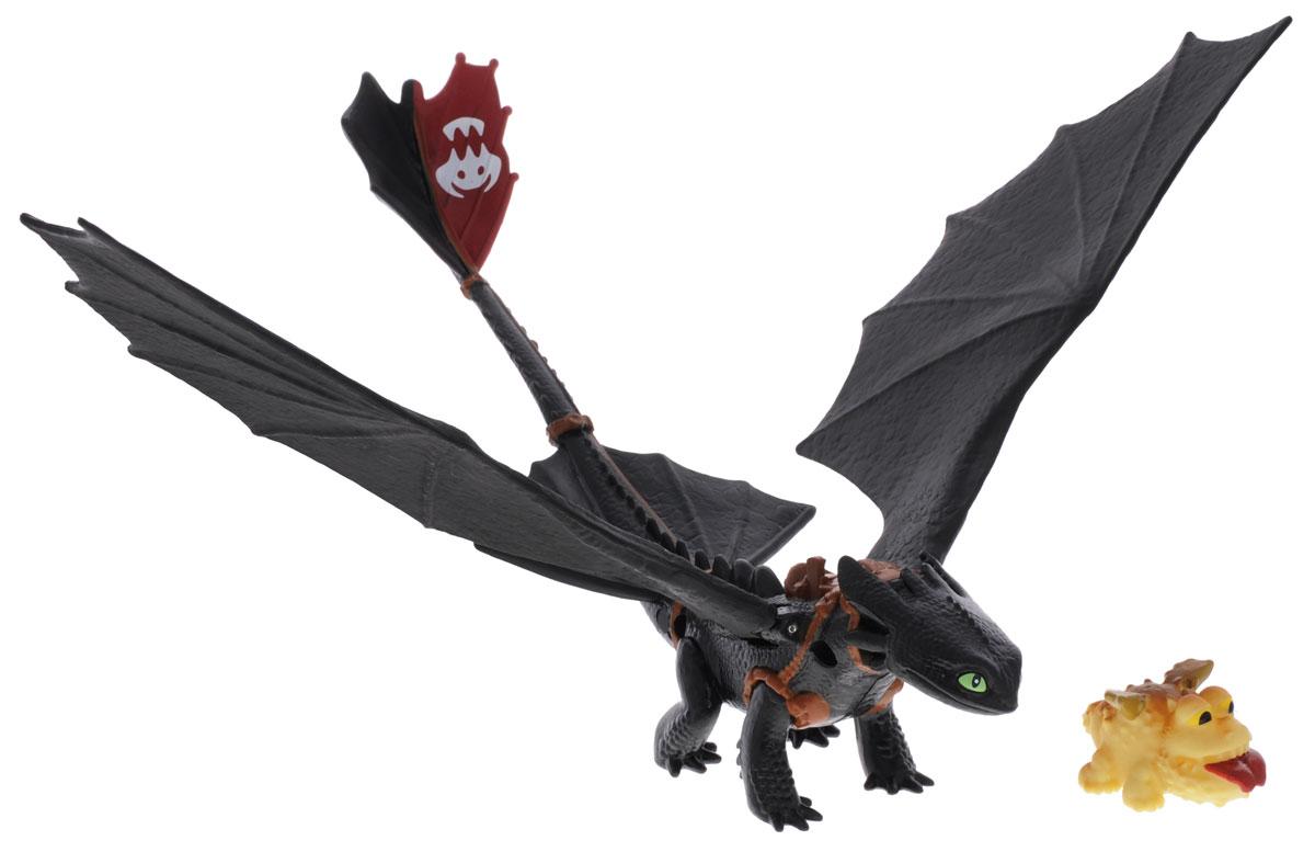 Dragons Фигурка Toothless с детенышем громмеля66550_20067247Фигурка Dragons Toothlessс детенышем громмеля непременно придется по душе вашему ребенку. Игрушка выполнена в виде дракона Беззубика из популярного мультфильма Как приручить дракона. Крылья, голова и хвост дракона подвижны. Хвост можно использовать, как катапульту, чтобы запускать детеныша громмеля, входящего в комплект. Для запуска катапульты поместите детеныша громмеля в углубление хвоста и нажмите на стилизованную под шипы кнопку на спине Беззубика. С драконом можно организовать настоящее сражение, ведь эти умелые бойцы снабжены всем необходимым для настоящей схватки с противником! Благодаря фигурке Dragons Toothless ваш ребенок с удовольствием будет проигрывать любимые сцены из мультфильма или придумывать свои истории!