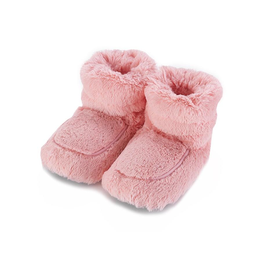 Warmies Сапожки-грелки цвет розовыйCPB-BOO-4Положите сапожки на 1-2 минуты в микроволновую печь, и они будет греть вас на протяжении 2-3 часов. Сапожки полностью безопасны - состоят из натурального наполнителя: зерен проса и сушеной лаванды. Просо удерживает тепло долгое время, а лаванда обладает успокаивающим, расслабляющим эффектом, помогает заснуть. Лечебные свойства лаванды помогают при простудных заболеваниях. Массажный эффект при ходьбе. Не стирать - специальный шелковый мех легко очищается влажной тряпкой.