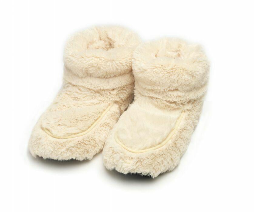 Warmies Сапожки-грелки цвет кремовый размер 35/40FW-BOO-1Сапожки-грелки Warmies, предназначенные для тепловых процедур, обязательно поднимут настроение своему обладателю. Сапожки, выполненные из хлопка и полиэстера, привлекут внимание не только ребенка, но и взрослого, и сделают процесс использования грелки приятным и комфортным. Сапожки-грелки полностью безопасны - состоят из натурального наполнителя: зерен проса и сушеной лаванды. Просо удерживает тепло долгое время, а лаванда обладает успокаивающим, расслабляющим эффектом, помогает заснуть. Лечебные свойства лаванды помогают при простудных заболеваниях. Массажный эффект при ходьбе. Положите тапки на 1-2 минуты в микроволновую печь, и они будет греть вас на протяжении 2-3 часов. Оригинальный стиль и великолепное качество исполнения делают эти тапки-грелки чудесным подарком к любому празднику. Не стирать - специальный шелковый мех легко очищается влажной тряпкой. Наполнитель: обработанные зерна проса, высушенная лаванда. ...