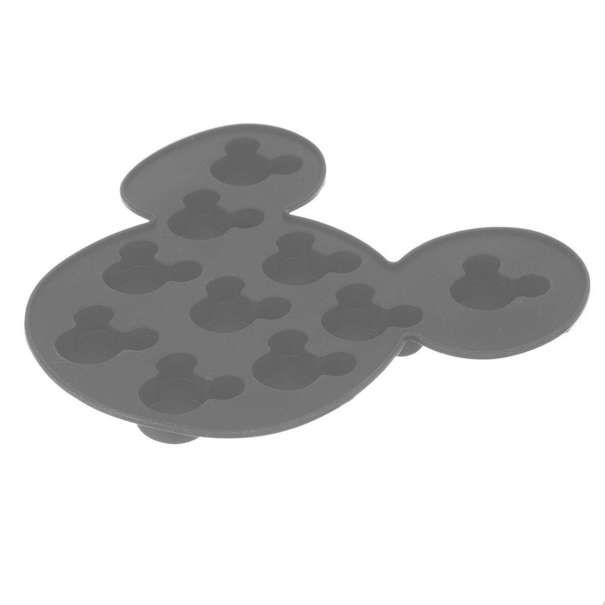 Форма для льда Disney Микки Маус, цвет: серый, 10 ячеек61132_серыйФорма Disney Микки Маус выполнена из высококачественного пищевого силикона и предназначена для изготовления шоколада, конфет, мармелада, желе, льда и выпечки. На одном листе расположено 10 ячеек в виде мордочек Микки Мауса. Благодаря тому, что форма изготовлена из силикона, готовый десерт вынимать легко и просто. Силиконовые формы выдерживают высокие и низкие температуры (от -40°С до +230°С). Они эластичны, износостойки, легко моются, не горят и не тлеют, не впитывают запахи, не оставляют пятен. Силикон абсолютно безвреден для здоровья. Чтобы достать льдинки, эту форму не нужно держать под теплой водой или использовать нож. Можно использовать в микроволновой печи, мыть в посудомоечной машине и хранить в холодильнике. Упаковка содержит описание рецептов ягодного льда и шоколадных конфет. Общий размер формы: 16 х 15 х 1,5 см. Количество ячеек: 10 шт. Размер ячеек: 3 х 2,5 х 1 см.