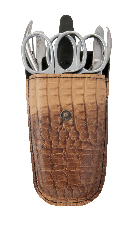 Zinger Маникюрный набор zMs Z-4-SM-SF11278Ман. набор 6 предметов (ножницы кутикульные, ножницы ногтевые, кусачки маникюрные, пилка алмазная, металлический двусторонний шабер, пинцет). Чехол натуральная кожа. Цвет инструментов -матовое серебро. Оригинальня фирменная коробка