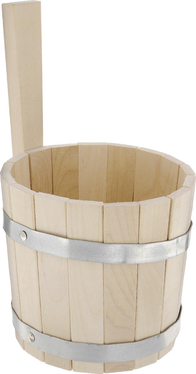 Ковш для бани и сауны Proffi Sauna, цвет: натуральное дерево, 3 лPS0039Ковш-черпак Proffi Sauna с вертикальной ручкой выполнен из березы. Такой аксессуар, просто незаменимая вещь в бане и сауне. Это изделие используется для моечных и обливных процедур, для поддавания воды на раскаленные камни. Эксплуатация бондарных изделий. Перед первым использованием бондарное изделие рекомендуется подготовить. Для этого нужно наполнить изделие холодной водой и оставить наполненным на 2-3 часа. Затем необходимо воду слить, обдать изделие сначала горячей, потом холодной водой. Не рекомендуется оставлять бондарные изделия около нагревательных приборов, а также под длительным воздействием прямых солнечных лучей. С момента начала использования бондарного изделия не рекомендуется оставлять его без воды на срок более 1 недели. Но и продолжительное время хранить в таких изделиях воду тоже не следует. После каждого использования необходимо вымыть и ошпарить изделие кипятком. В качестве моющих средств желательно использовать пищевую соду либо раствор...